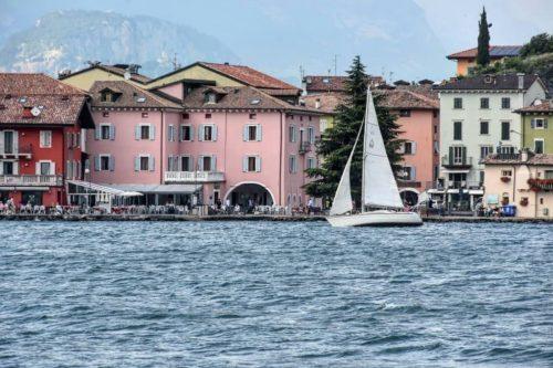 Una ruta en coche por el lago de Garda con 7 paradas imperdibles